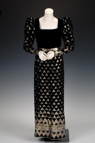 http://newportalri.com/files/original/2006.1046 Kritsas dress.jpg